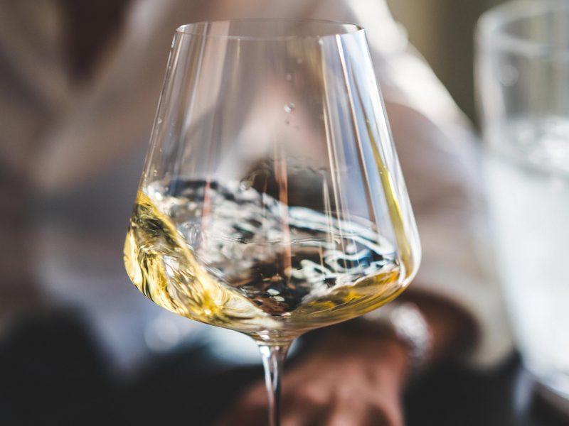 vino_bianco_ebrezze